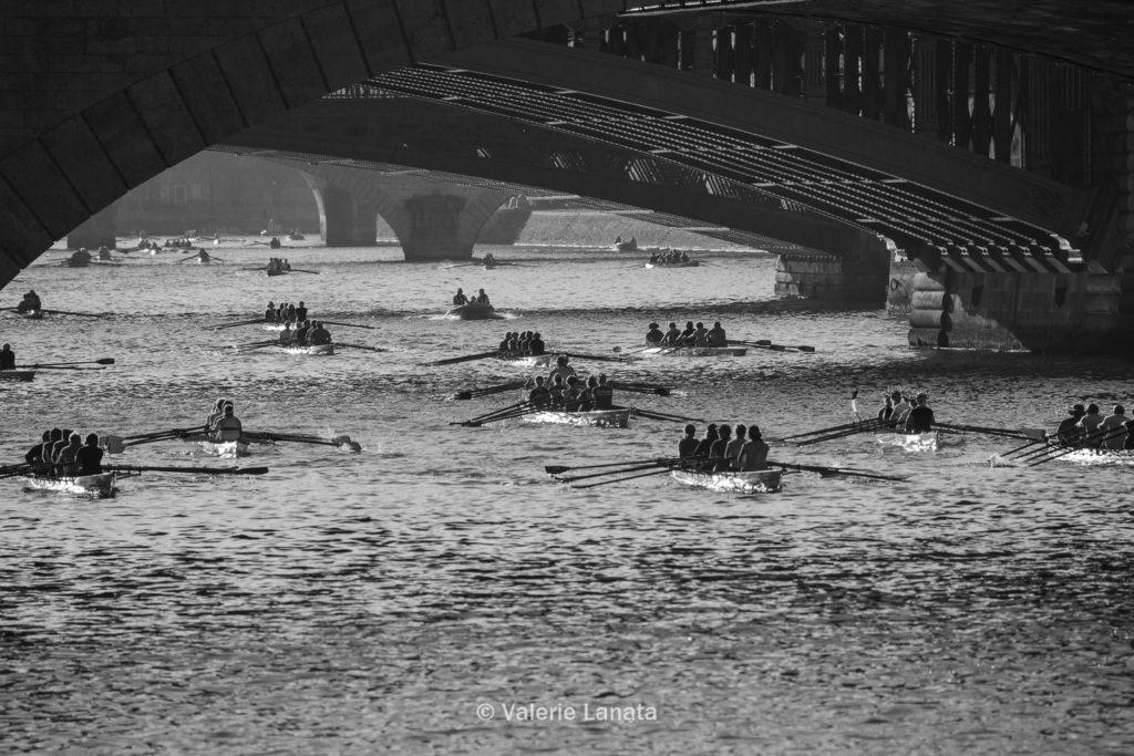 organisé par le club nautique de boulogne, la traversée de paris en aviron a lieu tous les ans au mois de septembre - le parcours débute à base nautique de l'ile Monsieur et remonté jusqu'à Notre Dame puis retour soit 28km.